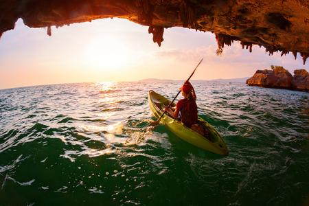 Photo pour Woman on the kayak - image libre de droit