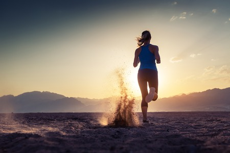 Photo pour Lady running in the desert at sunset - image libre de droit