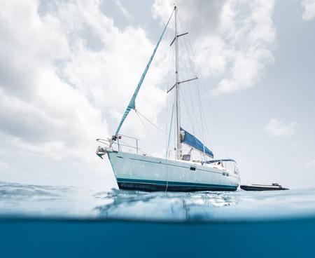 Photo pour Split shot of the sail boat in the tropical sea - image libre de droit