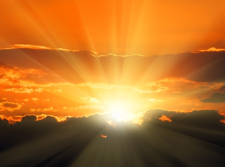 Photo pour beautiful orange sunset with sunbeams and dark clouds - image libre de droit