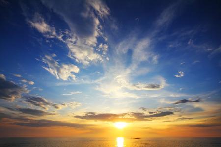 Photo pour beautiful landscape with sunset over sea  - image libre de droit