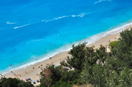 Photo pour Egremnoi beach with people in Lefkada from above - image libre de droit