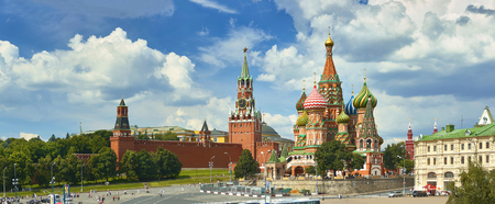 Foto de Panoramic view on Moscow Red Square, Kremlin towers, stars and Clock Kuranti, Saint Basil's Cathedral church. Panorama from hotel Russia. Moscow holidays holiday tours famous sightseeing points - Imagen libre de derechos