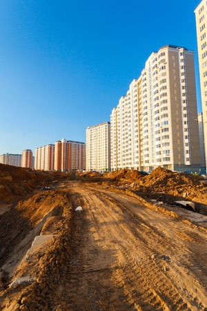 Photo pour New high-rise buildings and dirt in the new Moscow - image libre de droit