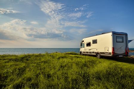 Photo pour Recreational vehicle with sea view, freedom concept - image libre de droit