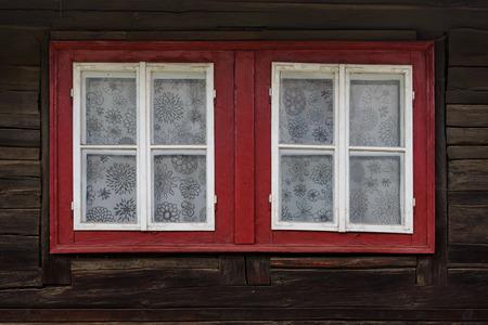 Photo pour Windows of a traditional log cabin, Orava region, Slovakia. - image libre de droit