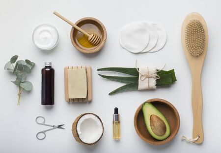 Photo pour Spa and beauty. Natural set of healthy handmade cosmetics on white background - image libre de droit