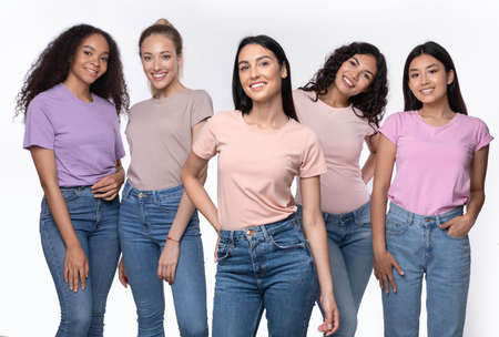 Photo pour Caucasian Woman Standing With Group Of Multiracial Ladies Posing Together Over White Background, Smiling To Camera. Friendship And Unity, Diversity Of Female Beauty Concept - image libre de droit