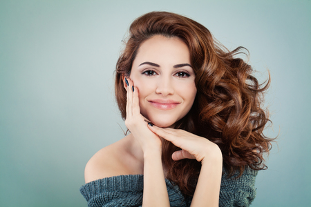 Photo pour Beautiful Smiling Model Woman with Wavy Hairstyle. Cosmetology and Treatment Concept - image libre de droit