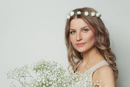 Photo pour Portrait of perfect woman on white background - image libre de droit