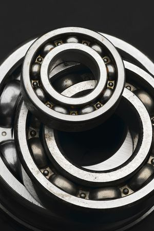 Photo pour shiny ball bearings - small and large ones - image libre de droit