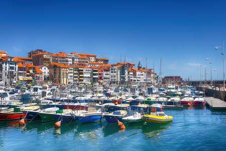 Photo pour Lekeitio village and port in Basque Country - image libre de droit