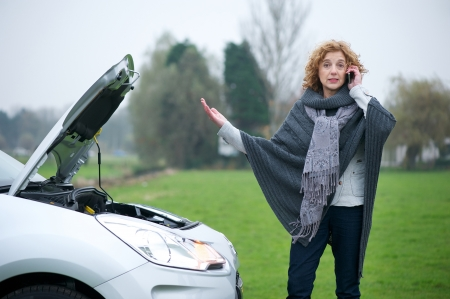 Woman on mobile phone needing advise about her broekn down car