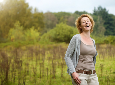 Photo pour Portrait of a beautiful woman laughing in the countryside - image libre de droit