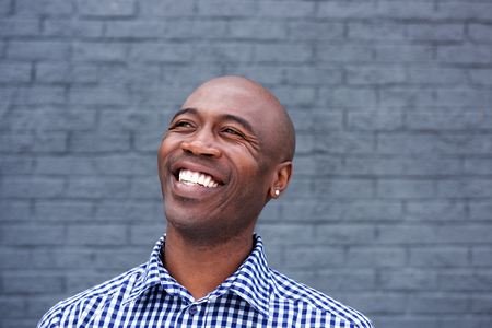 Photo pour Close up portrait of african american man laughing - image libre de droit