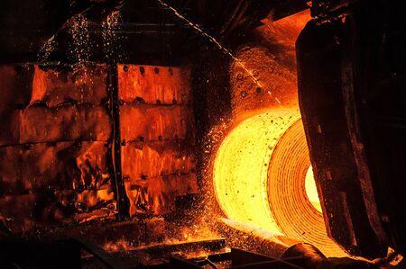 Photo pour Roll of hot metal on the conveyor belt - image libre de droit