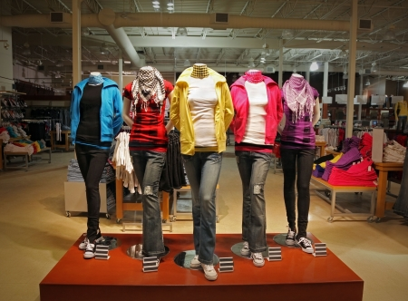 Photo pour An empty teenage fashion store with five mannequin displaying the latest trend with jeans, hoodies, t-shirts and scarfs. - image libre de droit