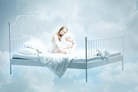 Foto de The image of a girl lying on the bed - Imagen libre de derechos