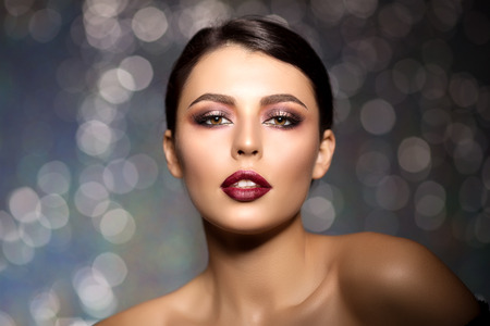 Photo pour Beautiful model woman in beauty salon makeup Young modern girl in luxurious spa Lady make up Mascara for long lashes lipstick on lips eye shadow shiny hair manicure with nail polish Products Treatment - image libre de droit