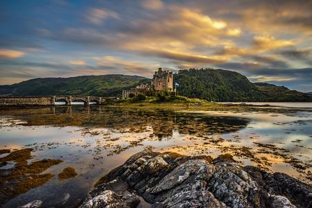 Photo pour Sunset over Eilean Donan Castle, Scotland, United Kingdom. Long exposure. - image libre de droit
