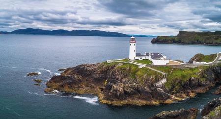 Foto de Aerial view of the Fanad Head Lighthouse in Ireland - Imagen libre de derechos