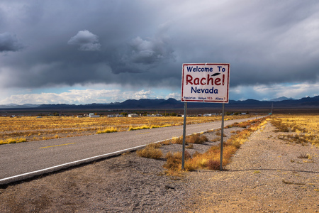 Photo pour Welcome to Rachel street sign on SR-375 in Nevada, USA - image libre de droit