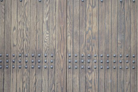 Photo pour old door with rivetts and vertical wood grainy flat tiimber planks - image libre de droit
