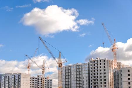 Photo pour Construction works and multistorey houses under construction - image libre de droit