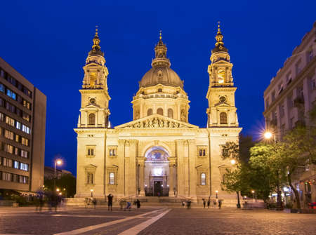 Foto für St. Stephen's Basilica at night illumination, Budapest, Hungary - Lizenzfreies Bild