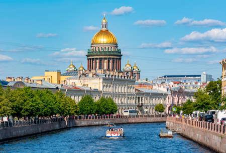 Foto für St. Isaac's Cathedral dome and Moyka river, Saint Petersburg, Russia - Lizenzfreies Bild