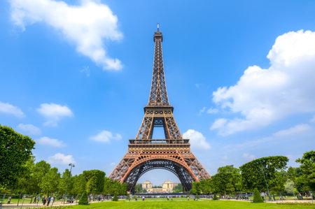 Photo pour Eiffel Tower and Field of Mars, Paris, France - image libre de droit
