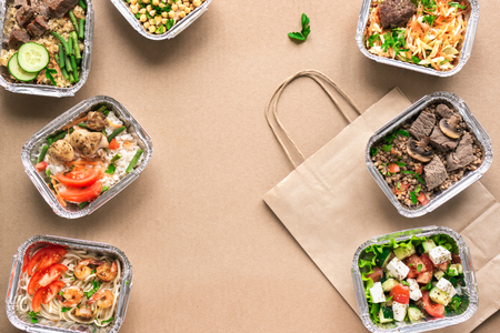 Photo pour Healthy food delivery. Take away of organic daily meal, copy space. Clean eating concept, healthy food, fitness nutrition take away in foil boxes, top view, flat lay. - image libre de droit