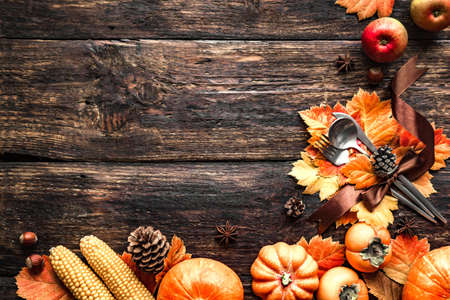 Photo pour Autumn Thanksgiving Table Setting. Cutlery and autumn leaves on wooden table with pumpkins and autumn decor, Thanksgiving holiday menu concept. - image libre de droit