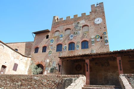 The medieval burg of Certaldo Alto, near Florence, is a beautiful example of te medieval italian architecure