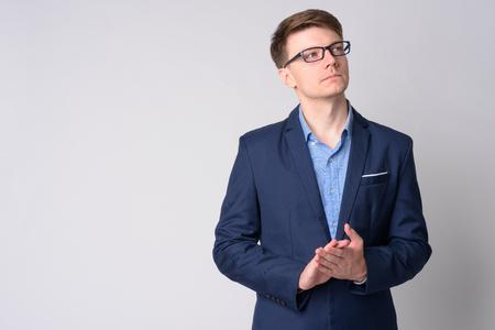 Photo pour Portrait of young handsome businessman in suit thinking - image libre de droit