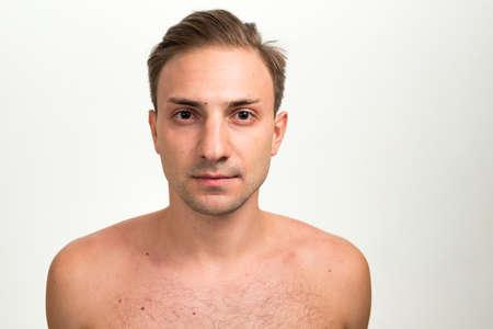 Photo pour Portrait of man with blond hair shirtless - image libre de droit