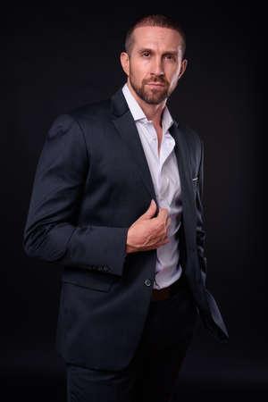 Photo pour Portrait of handsome bearded businessman in suit - image libre de droit