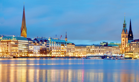 Photo pour Hamburg, Germany  Old town hall, city and river  alster   - image libre de droit