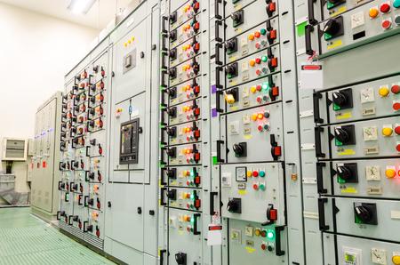 Photo pour electrical substation industrial plant - image libre de droit