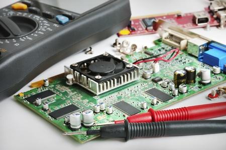 Photo pour Circuit board and a multimeter in the lab - image libre de droit