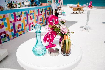 Photo pour Elegant flower decoration for celebration, wedding, event or birthday party - image libre de droit