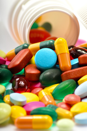Photo pour Composition with variety of drug pills and container - image libre de droit