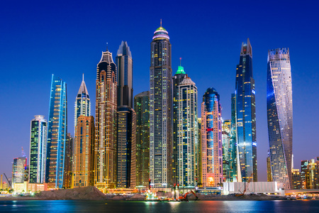 Photo pour Modern residential architecture of Dubai Marina, United Arab Emirates. City skyline by night. - image libre de droit