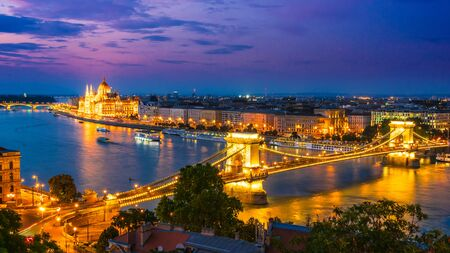 Foto für Panoramic view of Budapest with Hungarian Parliament Building on the bank of the Danube and Chain Bridge by night - Lizenzfreies Bild
