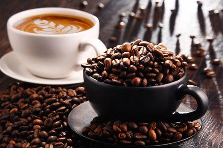 Photo pour Composition with cups of coffee and beans. - image libre de droit