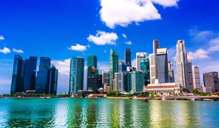 Foto für SINGAPORE - MAR 1, 2020: Singapore downtown business architecture seen from Esplanade - Lizenzfreies Bild