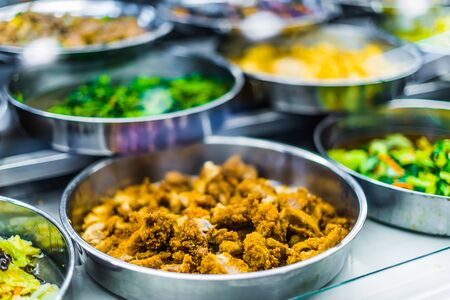 Photo pour Traditional Asian food ingredients and dishes sold in a singapore restaurant - image libre de droit