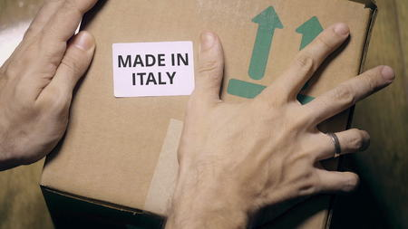 Photo pour Marking box with MADE IN ITALY label - image libre de droit