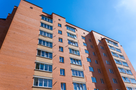 Photo pour Modern and new apartment building. Multistoried, modern, new and stylish living block of flats. Real estate. New house. Newly built block of flats. - image libre de droit