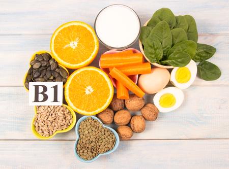Foto de Ingredients containing vitamins B1 (thiamine). Ingredients of a healthy and balanced diet. - Imagen libre de derechos